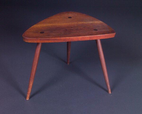 19: GEORGE NAKASHIMA Walnut side table with three taper