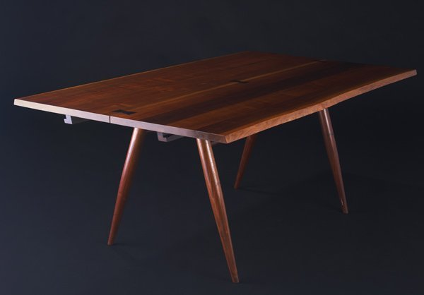 5: GEORGE NAKASHIMA Walnut Turned-Leg dining table with