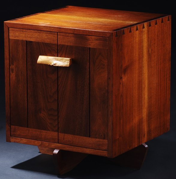 17: GEORGE NAKASHIMA Walnut Kornblut Case with burlwood