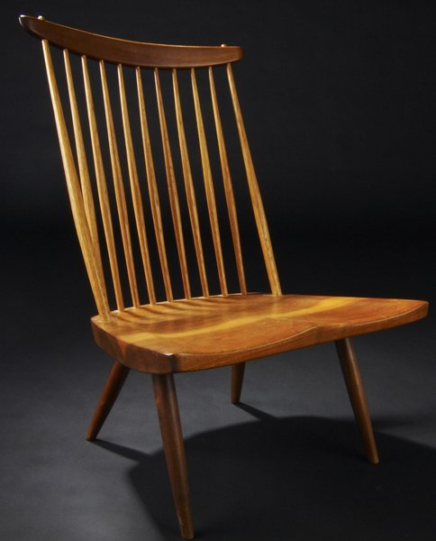 18: GEORGE NAKASHIMA Walnut Lounge chair with hickory s