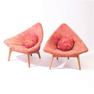 Pair of Coconut-style V-chairs upholstered in peri
