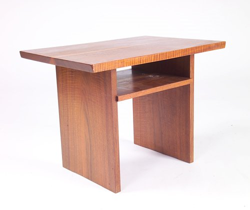 10: GEORGE NAKASHIMA Walnut Portsmouth end table with r
