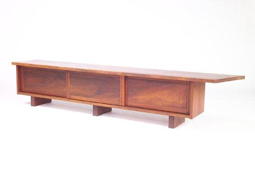 21: GEORGE NAKASHIMA Unusual walnut bookcase/bench with