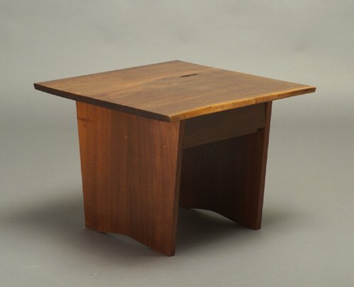 18: Fine GEORGE NAKASHIMA walnut end table wi