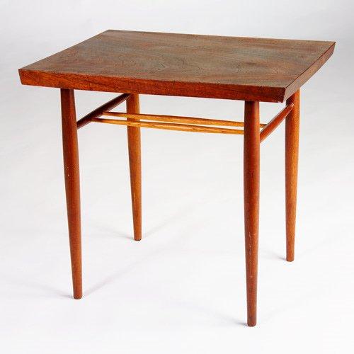 995: GEORGE NAKASHIMA Fine walnut end table with rectan