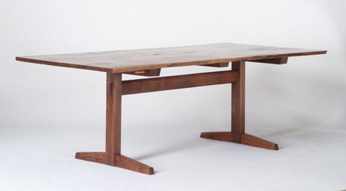 20: GEORGE NAKASHIMA Fine walnut dining table