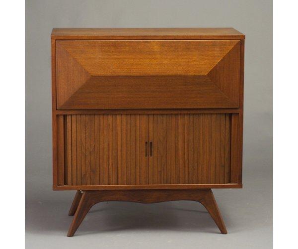522: Two walnut furniture pieces: an illumina