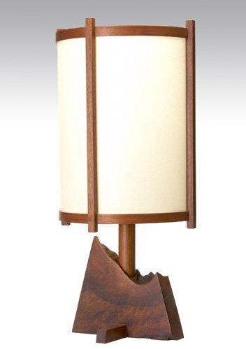 3: GEORGE NAKASHIMA Single-socket desk lamp on walnut f