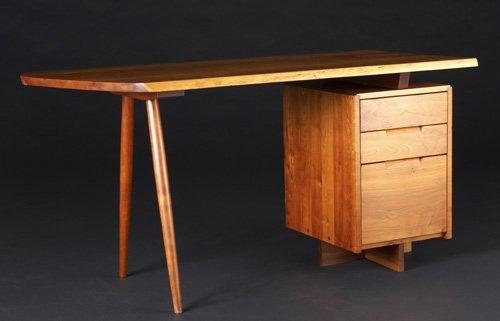 19: GEORGE NAKASHIMA Cherry single-pedestal desk. (Lett