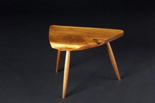 24: GEORGE NAKASHIMA Three-legged walnut side table wit