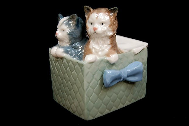 """1: Nao by Lladro #1080 entitled """"Purr-fect Gift"""""""