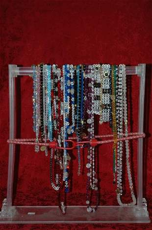 Lot of 32 Necklaces
