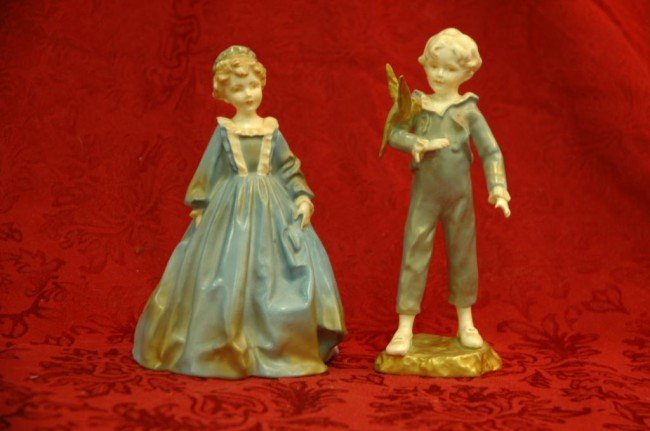 11: 2 Royal Winchester Figures - #3081 and #3087