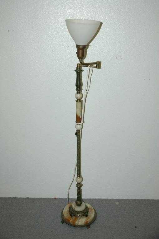 16: Vintage Upright Swing Out Reading Lamp