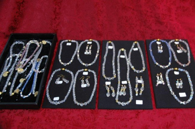 19: Lot of semiprecious crystal necklaces and earrings