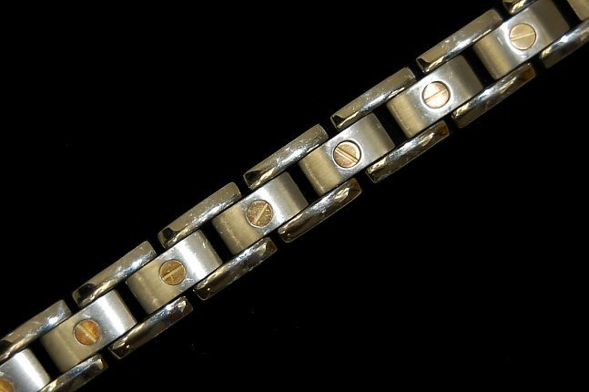 "3: Men's 18K and titanium 14 link 8.75"" bracelet"