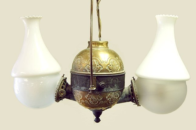 11: Antique Angle Lamp Co. double parlor lamp