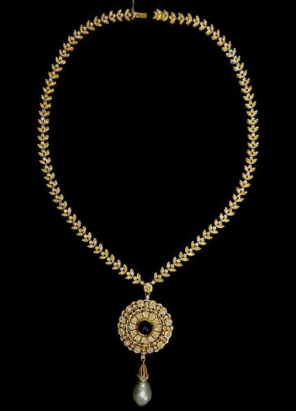 125A: 18K diamond, sapphire and Tahitian pearl necklace