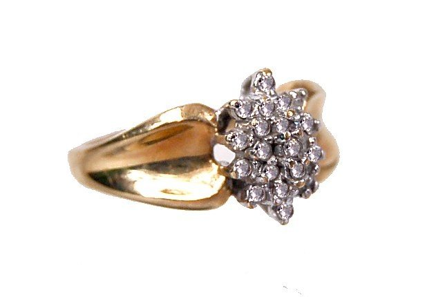 16: Estate 10K diamond cluster ring