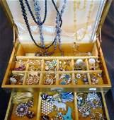 Costume Jewelry Lot Weiss Rhinestones + In Gold Jewelry