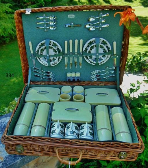 1966 English Wicker Picnic Basket Lunch Set/Aynsley