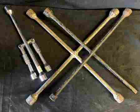 lot of 3 tire irons