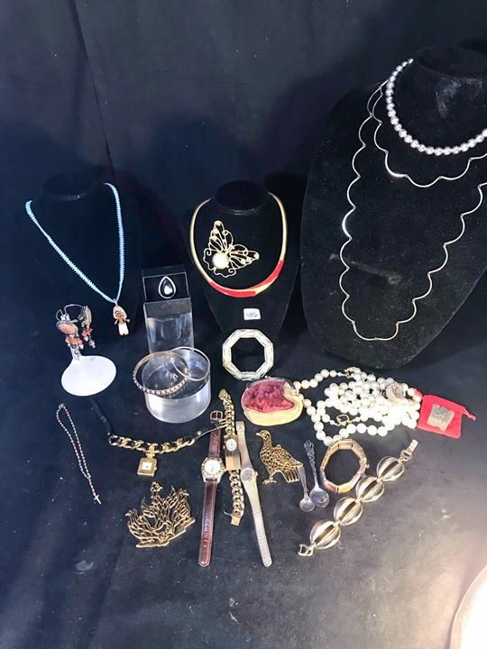 Quality Group of Watches, Brooches, bangles Necklaces