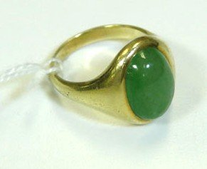 85: Heavy 14K gold and green jade stone mans ring in ex