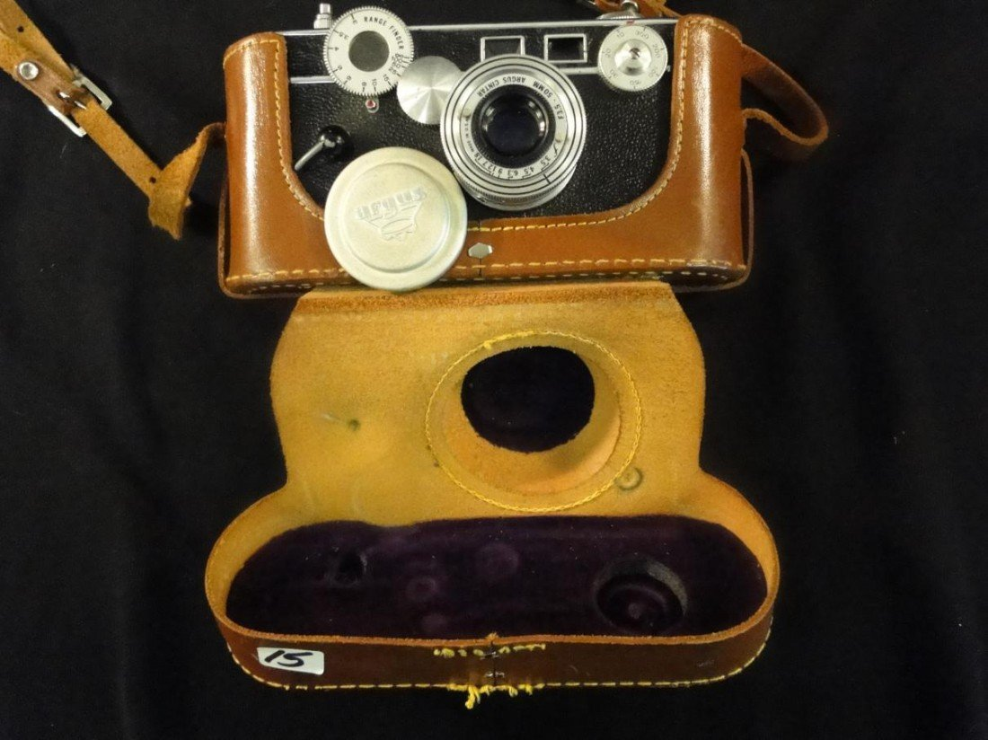 15: Argus 35mm camera in excellent condition w/ case. E