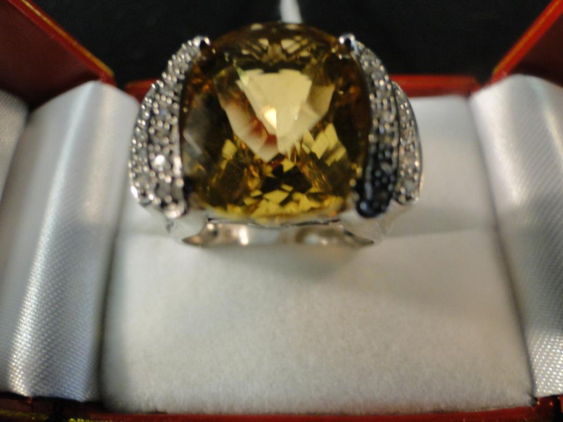 20: Outstanding 4ct pillow cut citrine ring, set in ste