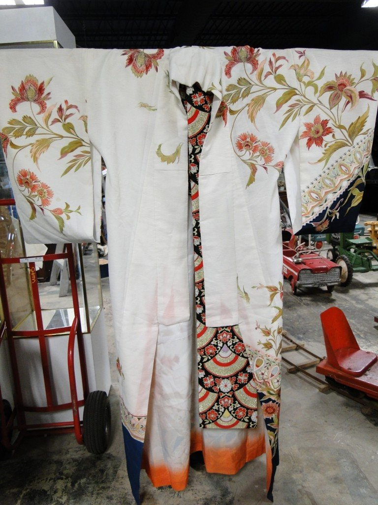 18: Hand painted silk Kimono with elaborate Obi