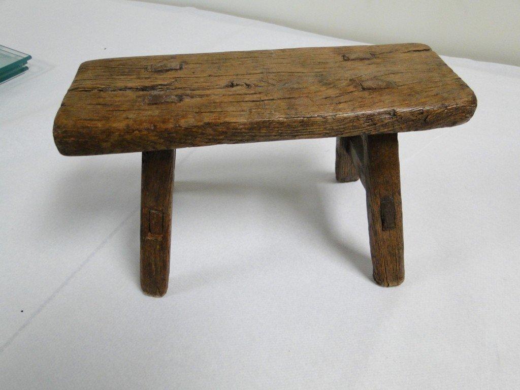 26: Unusual Japanese foot binding stool peg constructio