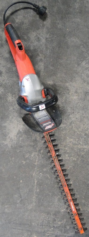 "15: 22"" Black and Decker electric hedge trimmer - PICK-"