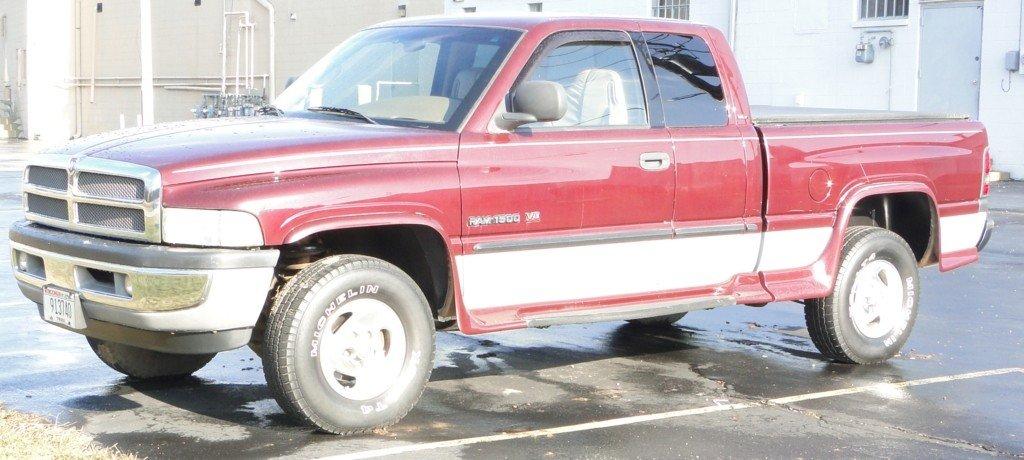 121: 2001 Dodge Ram extended cab short box 1500, V8 eng