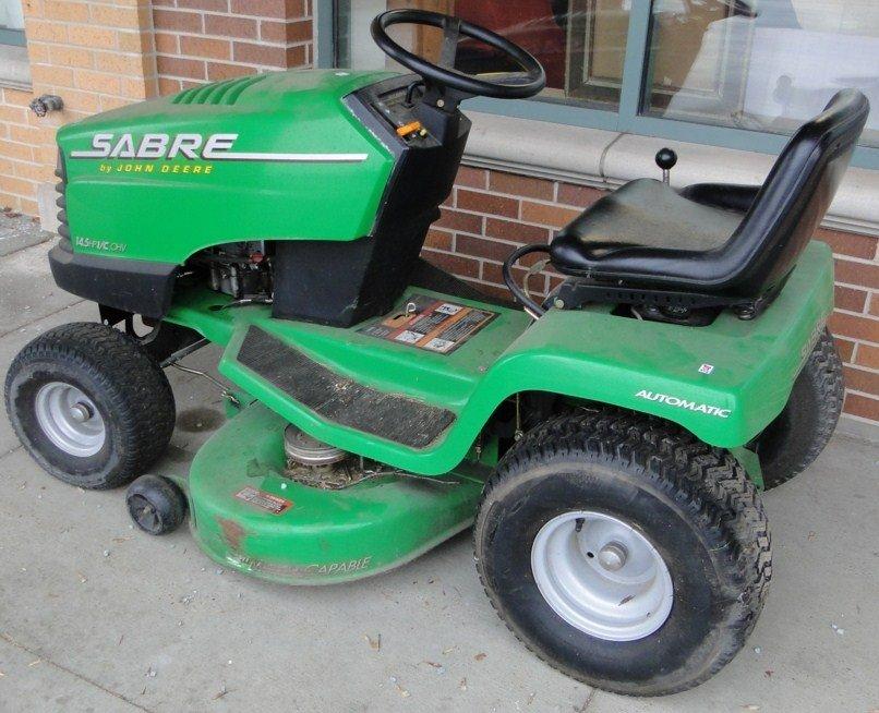 208: Sabre by John Deere riding lawn mower, 14.5 hp, hy
