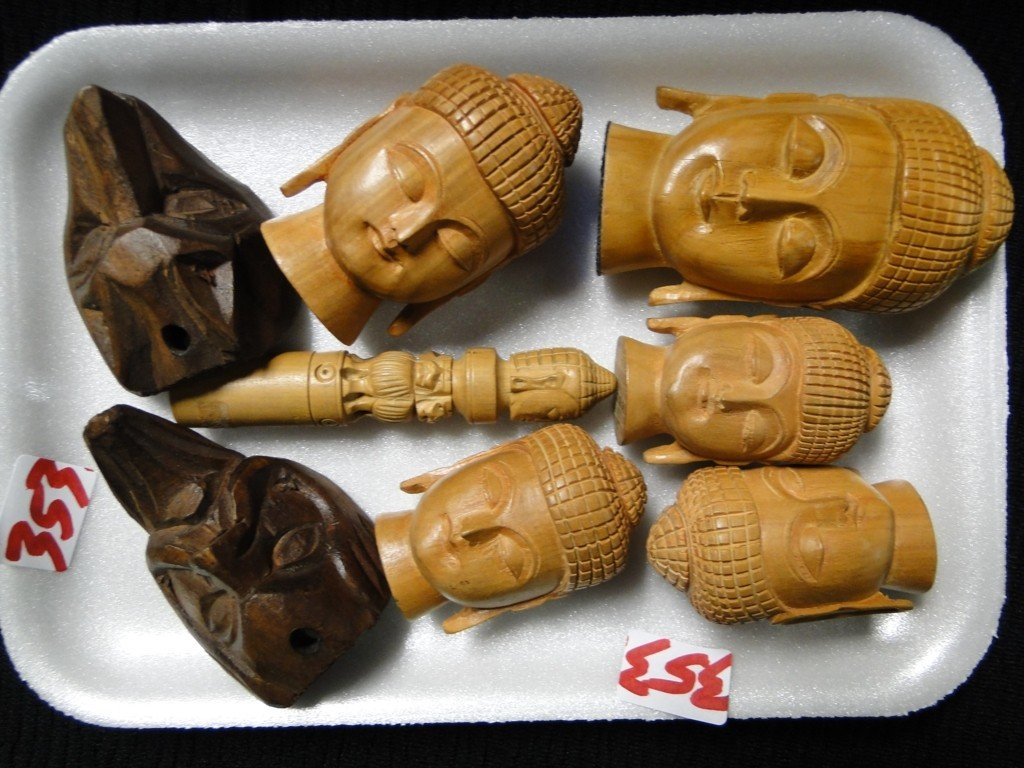 353: Tray lot of carved Indonesian heads
