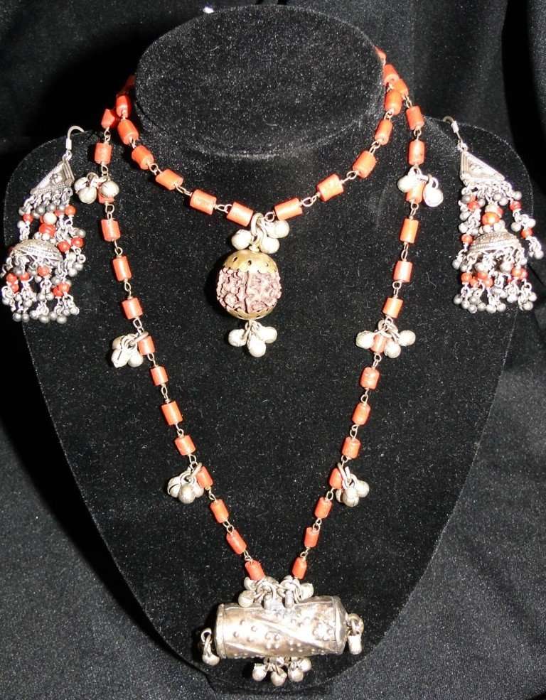 516: Middle Eastern elaborate necklace with pierced ear