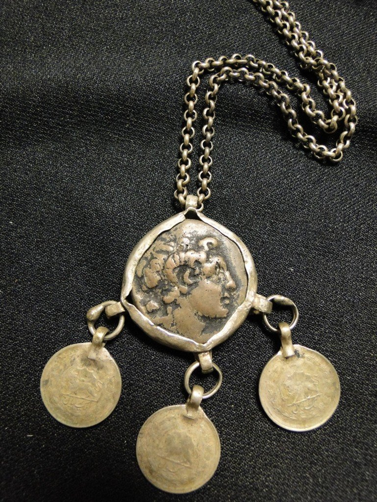 519: Rare Middle Eastern necklace with ancient coin, po