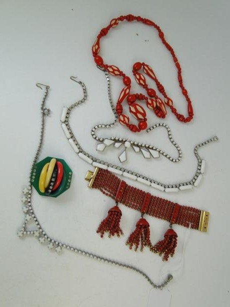 14: Group of 1920's - 30's jewelry to include necklaces