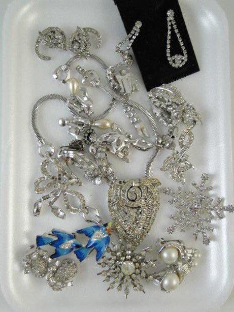 16: Group of rhinestone jewelry to include shoe clip, e