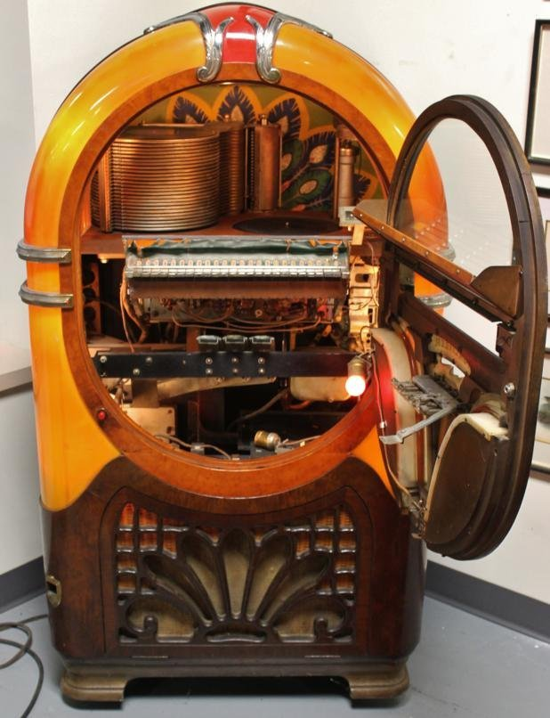 195: 1941 Wurlitzer Jukebox. Model # 750-E. First elect