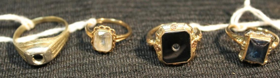 267: Group of gold rings to include 10K gold and onyx (