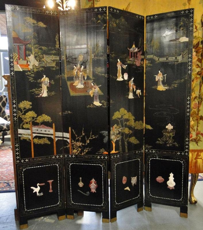 Outstanding lacquered and hand painted four part orient