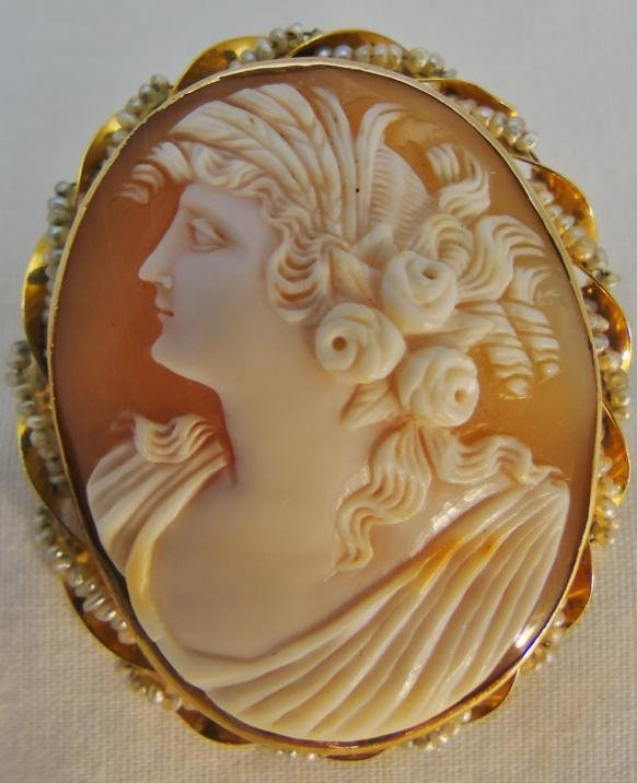 Antique cameo, Victorian, natural shell, depicting