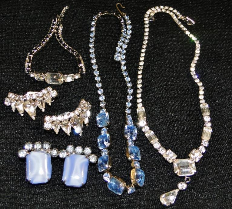 A tray lot of clear and blue rhinestone jewelry to