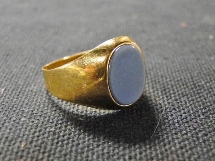 Man's 14k gold blue stone pinky ring. It weighs 2.3