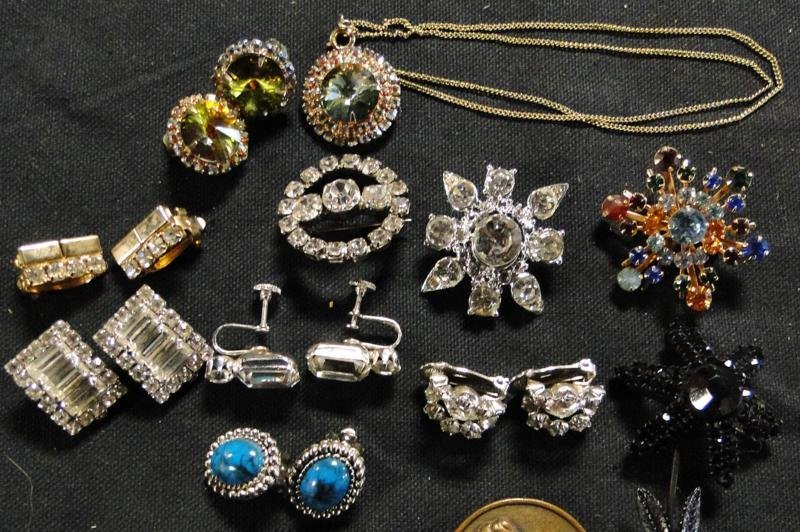 Tray lot of quality rhinestone jewelry to include