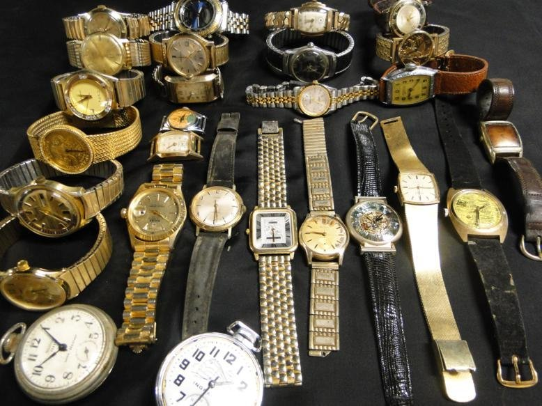 An immense lot of men's wrist watches from the 30's,