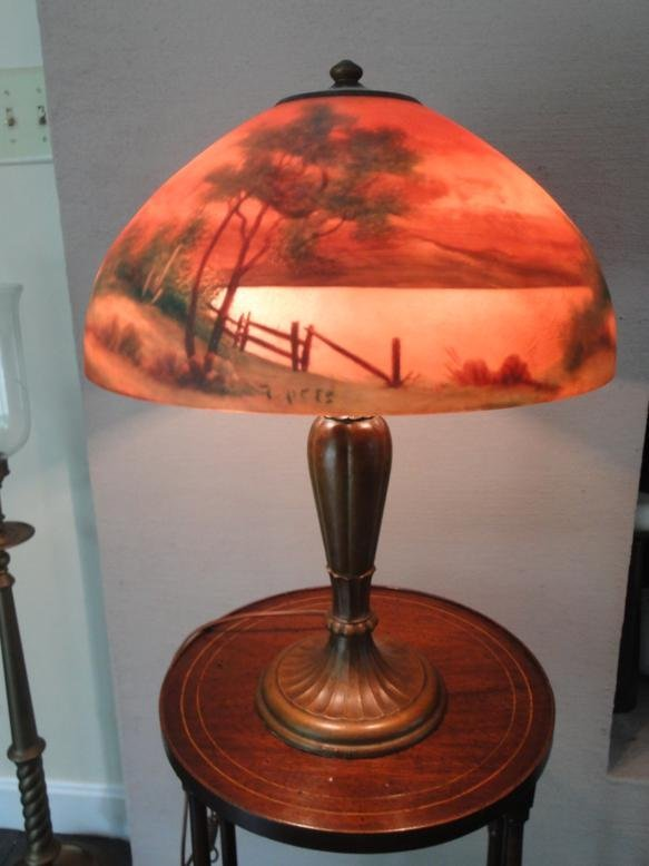 Chipped ice reverse painted table lamp depicting