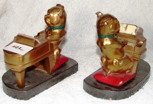 21: Pair of spelter bookends, with small bulldog at the